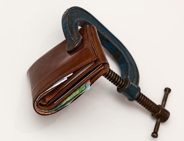 Darowizna od dalszej rodziny – jak uniknąć podatku?
