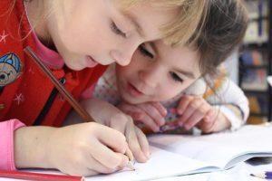 """""""Edukacja – stawiamy na rozwój"""" i """"Prosto do wiedzy"""" – 2 nowe projekty!"""