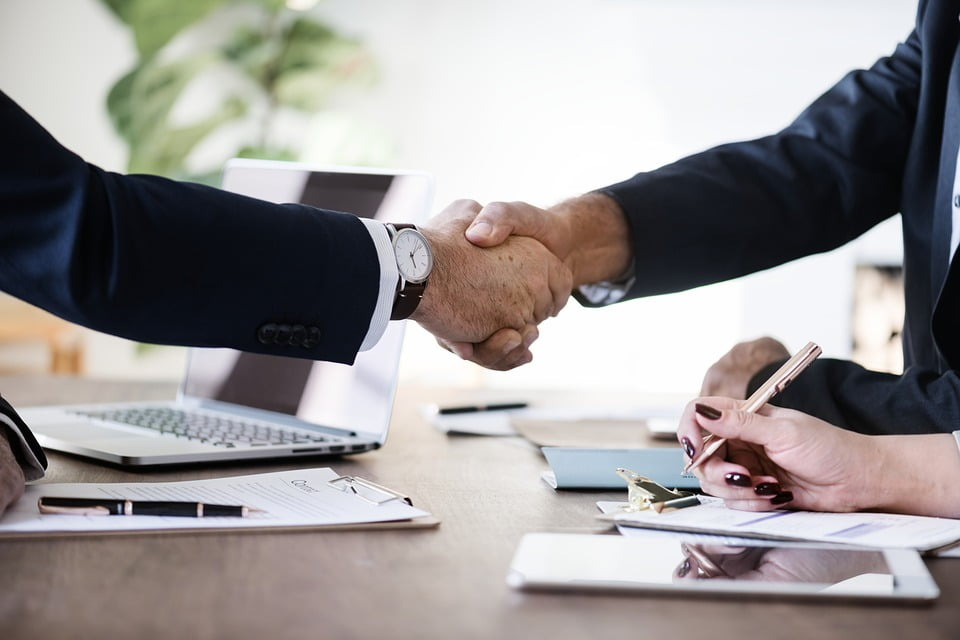 Umowa o pracę, umowa zlecenie a działalność gospodarcza – różnice