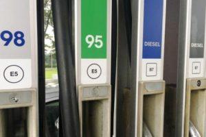 Stacje na których lepiej nie tankować. UOKiK zbadał jakość paliw.