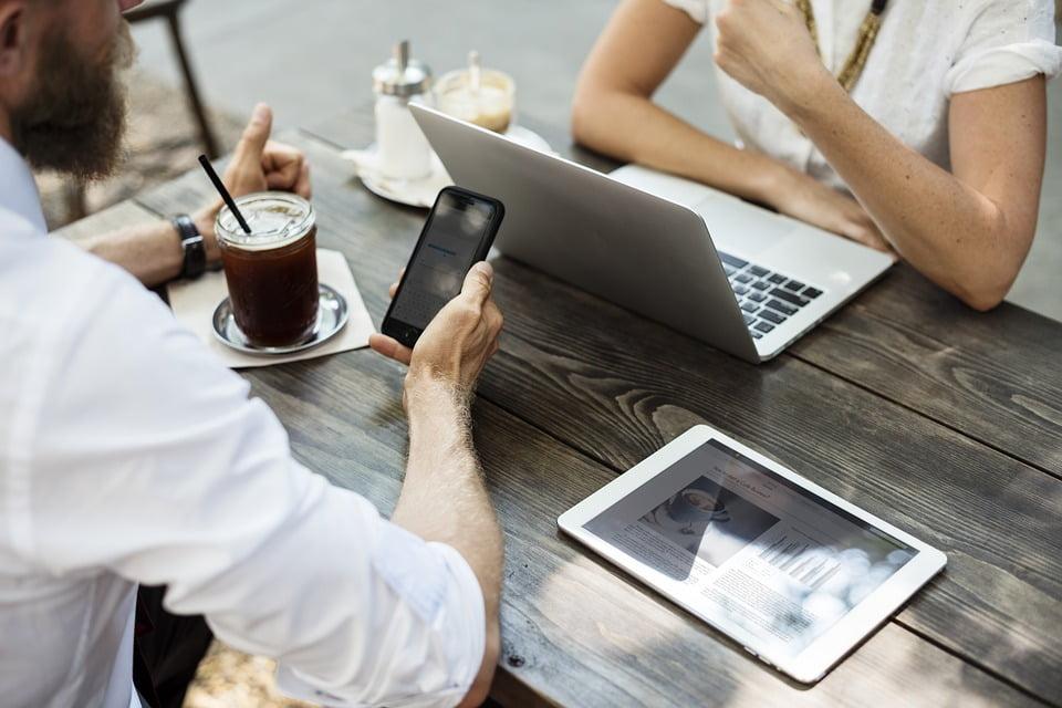 Osoba współpracująca w firmie – zasady zatrudnienia