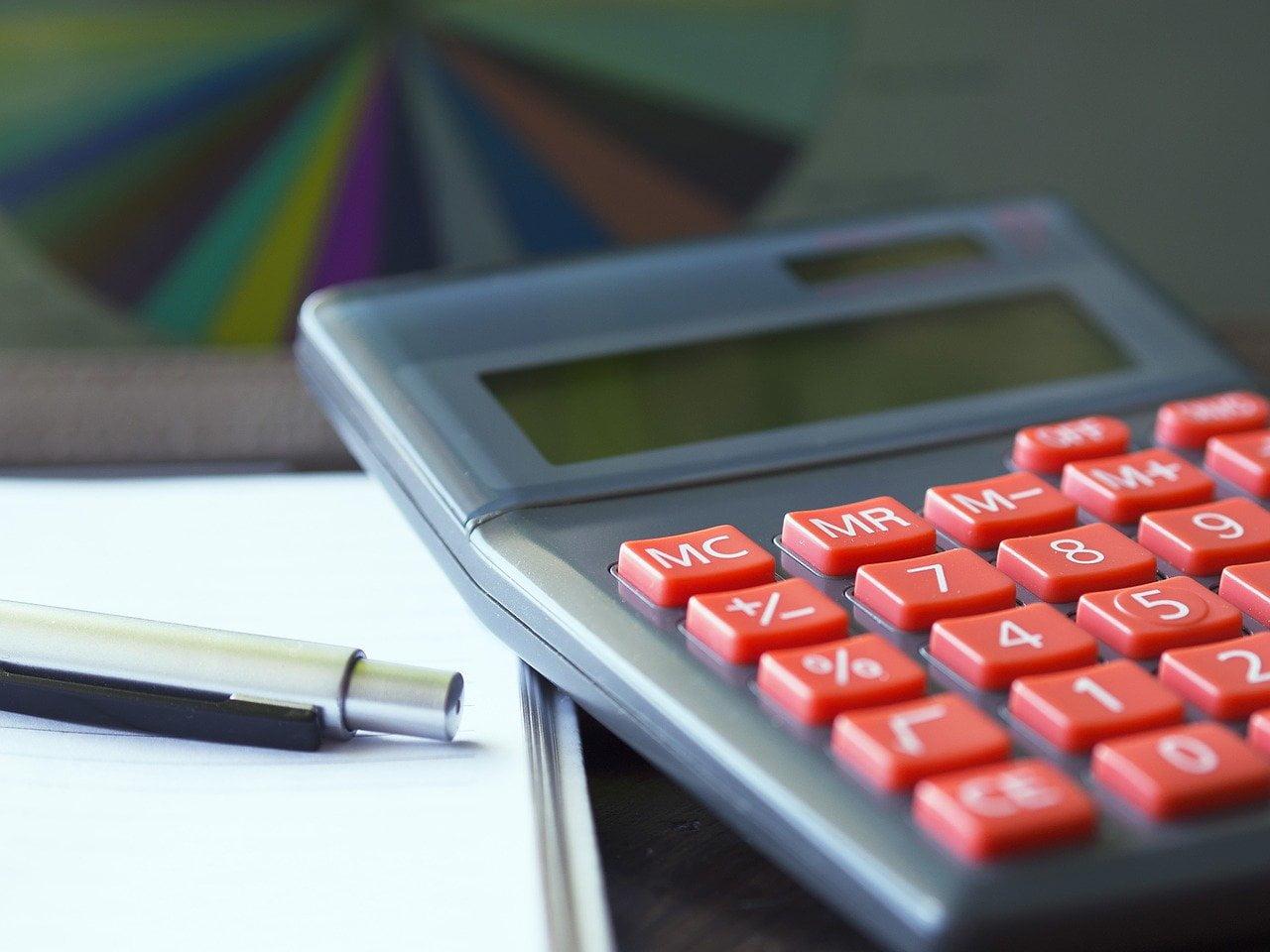 Co obejmuje obsługa płac pracowniczych? Jak prowadzić dokumentację płacową?