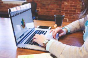 Faktura VAT – czy powinna być podpisana?